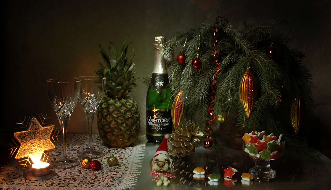 Christmas_Still-life_Sweets_Champagne_Pineapples_556188_1280x735.jpg